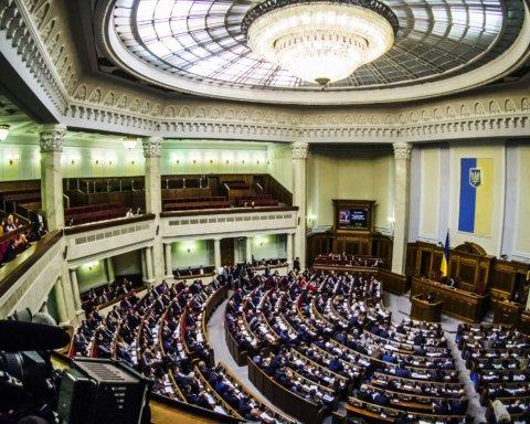 Первое заседание новой Рады: что происходит в парламенте