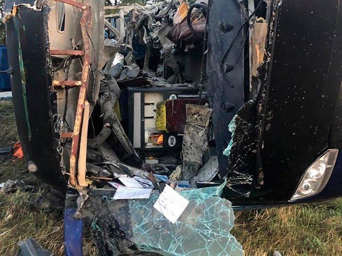 Пассажирский автобус столкнулся с грузовиком, много погибших: детали ДТП в России