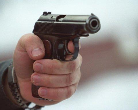 В Харькове возле супермаркета открыли стрельбу: погиб человек