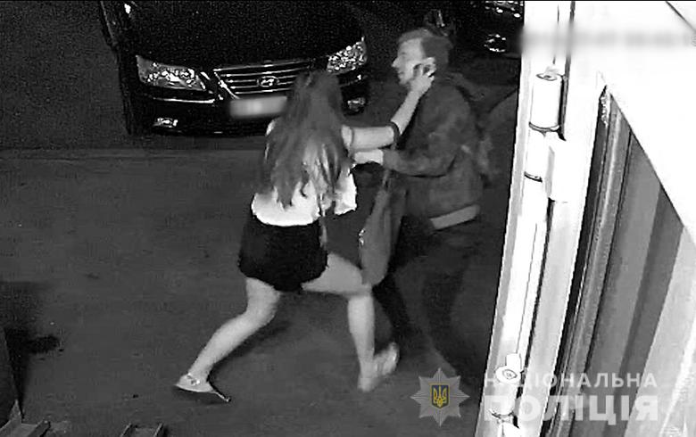 Появилось видео, как несовершеннолетняя девушка мастерски отбилась от насильника