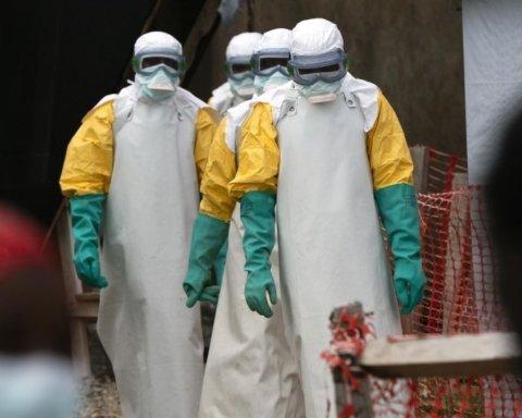 Медики заявили, что научились лечить Эболу: что об этом известно