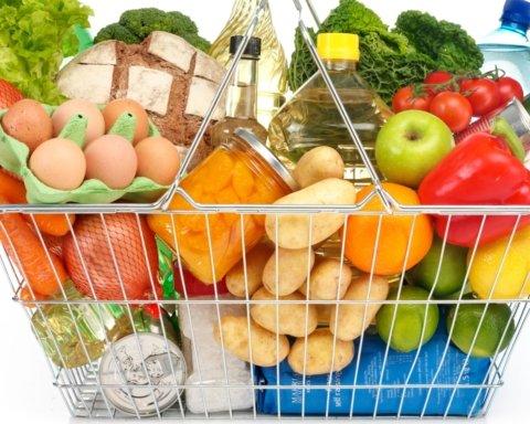 Кабмин начнет контролировать цены на продукты: полный список