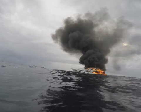 Крушение российского корабля в Черном море: появились подробности