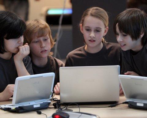 Традиційні ЗМІ втрачають молоду аудиторію: підлітки обирають блогерів