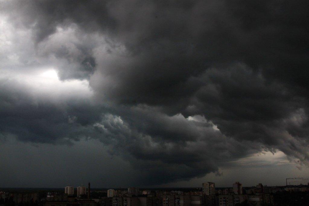 Шквалы, грозы и град: кому сегодня не повезет с погодой