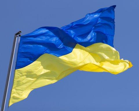 На Донеччині вандали спалили українські прапори: подробиці та фото