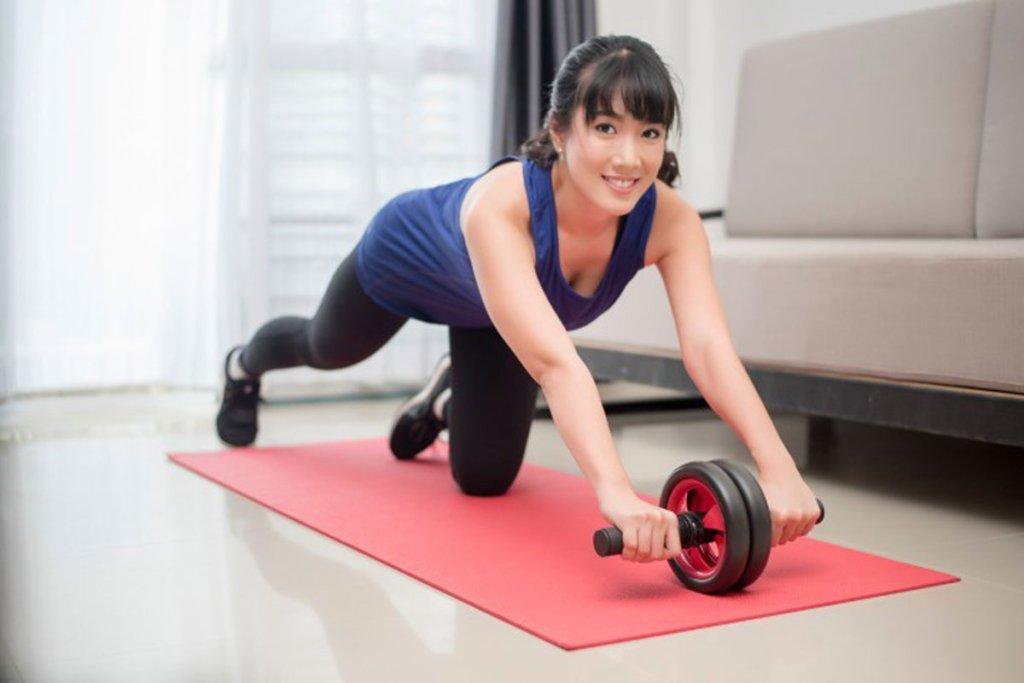 Диетолог назвала лучшие упражнения для пресса