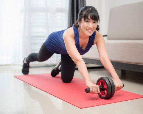Дієтолог назвала найкращі вправи для пресу