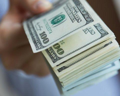 Доллар начал дешеветь: курс валют на 13 апреля