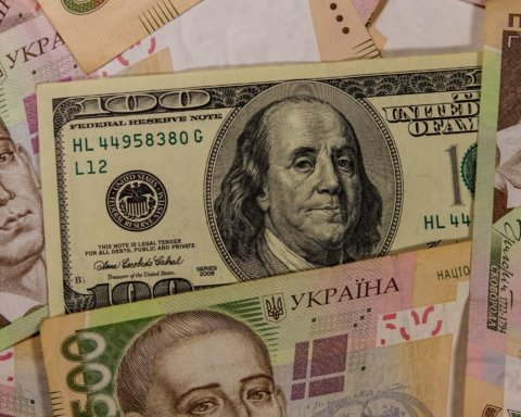 Курс валют на 22 августа: гривна снова просела