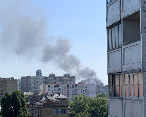 Потужний вибух прогримів біля станції метро у Києві: пожежу видно за десятки кілометрів