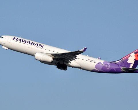 На Гаваях самолет с пассажирами экстренно сел из-за дыма на борту