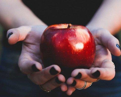 Чому під час схуднення не можна вживати фрукти щодня
