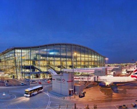 Один из крупнейших аэропортов Великобритании отменил сотни рейсов: известна причина