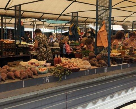 Тіло пролежало кілька годин. У Бердянську на ринку покупці не помітили померлої жінки