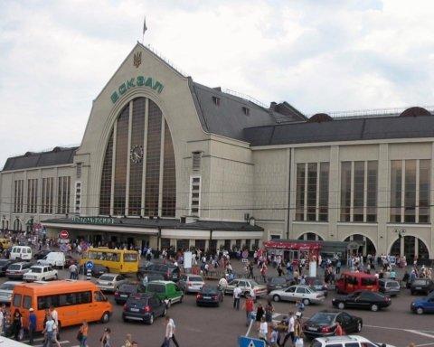"""В Києві """"замінували"""" усі залізничні вокзали: копи перевіряють інформацію"""