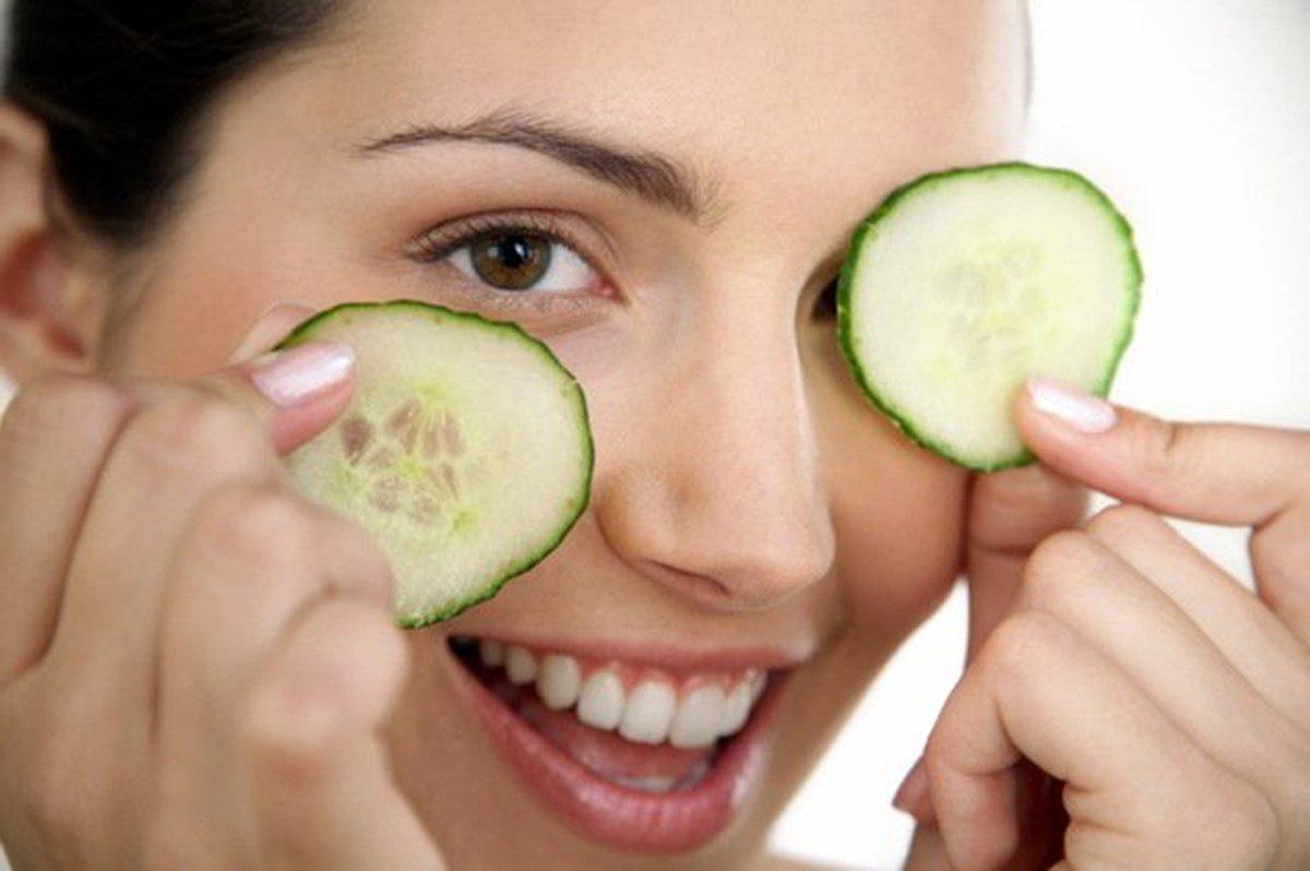 Дешевий та корисний овоч: медики пояснили, чому потрібно їсти огірки