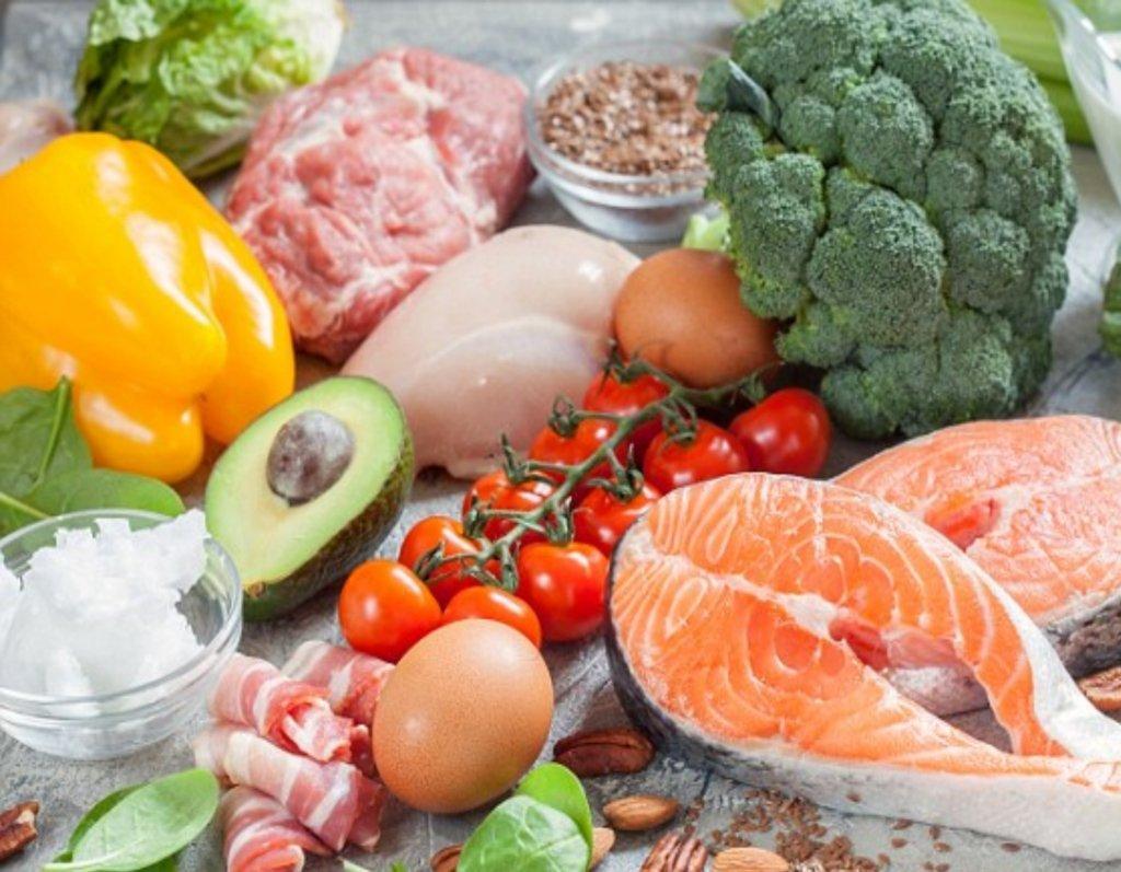 Лишает лишних килограммов и бережет от рака: названо лучшую диету