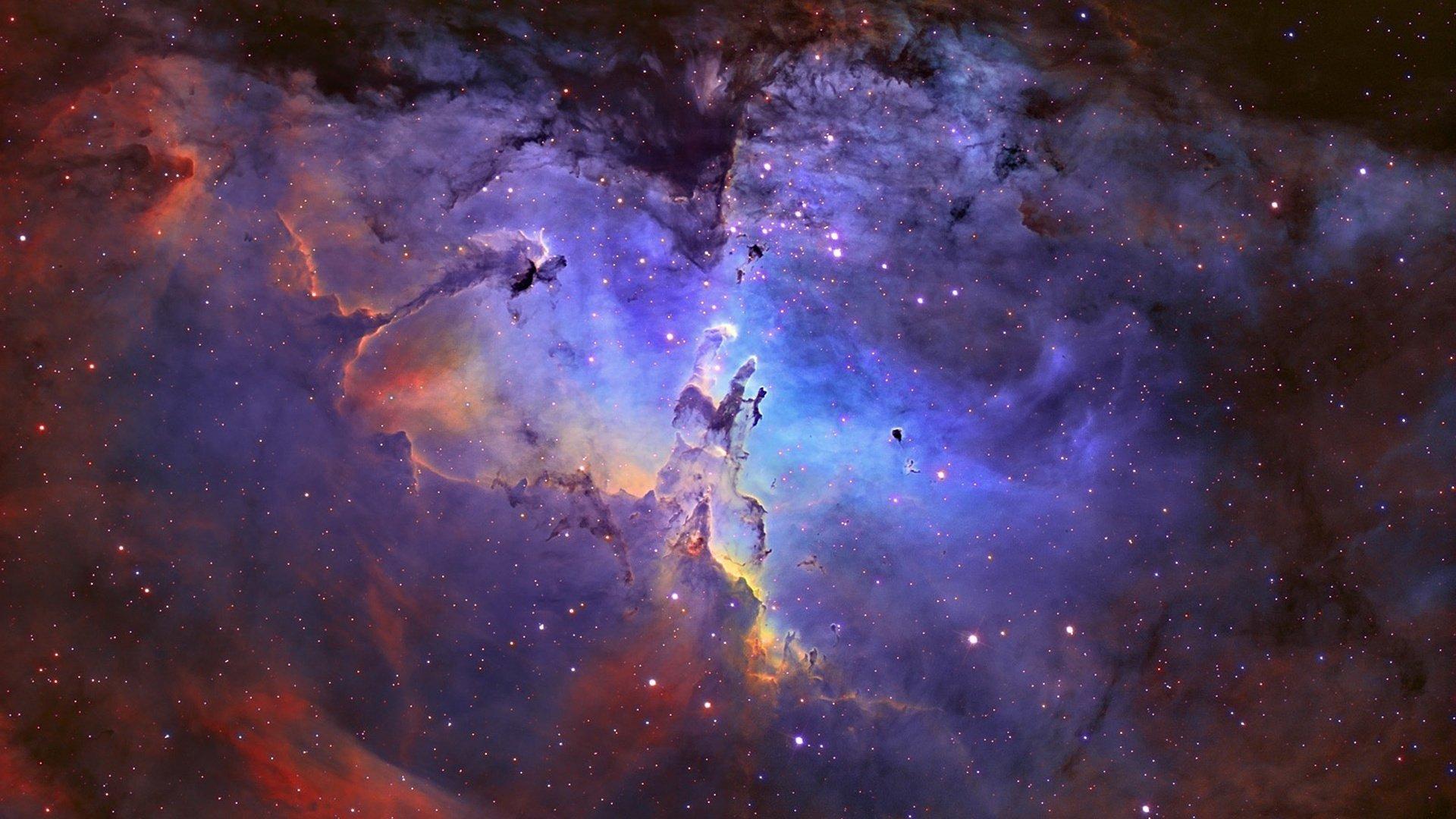 Зачем ученые раскрашивают черно-белые фото из космоса, сделанные Хабблом
