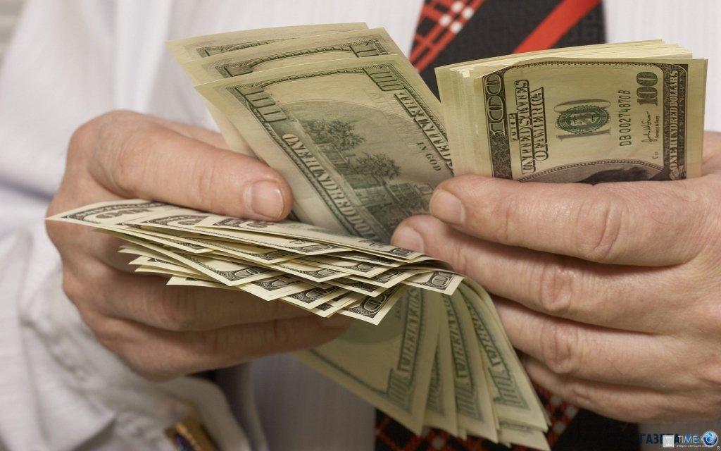 Доллар пробил психологическую отметку: курс валют на 8 июля