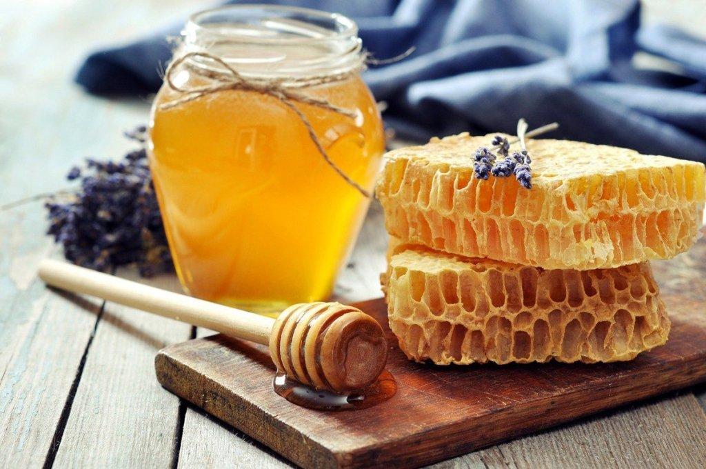 Медики объяснили, кому необходимо пить кофе с медом