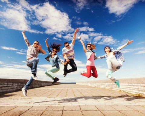Международный день молодежи: лучшие поздравления и открытки