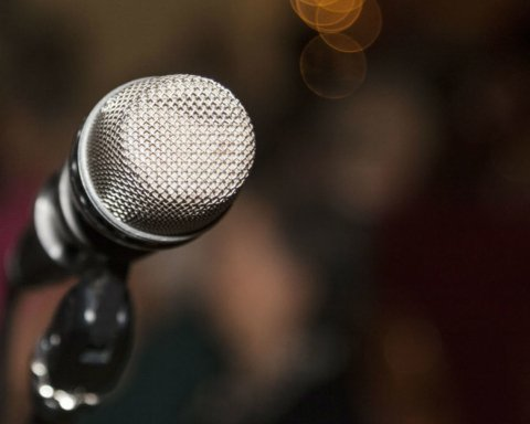В России экстренно госпитализировали известного певца: начались проблемы с сердцем