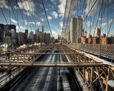 В США из-за странного пакета перекрыли крупнейший мост
