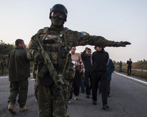 У Москві колона автозаків вирушила до аеропорту: з'явилися чутки про початок обміну полоненими