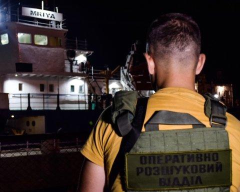 """Капітан заарештованої """"Мрії"""" відмовляється вести її в українські порти"""