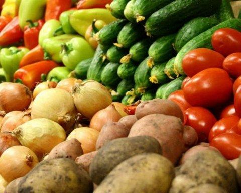 В Україні можуть зникнути популярні фрукти та овочі: названо причину