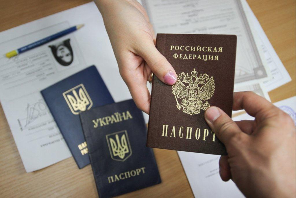Власть не имеет претензий к украинцам с паспортами РФ в Крыму и на Донбассе