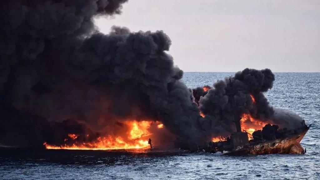 У Чорному морі раптово загорівся човен: подробиці