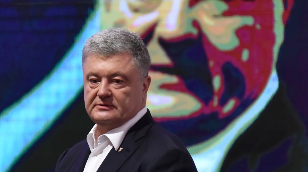 Порох – геть: як колишнього українського президента зустрічали на допиті у ДБР