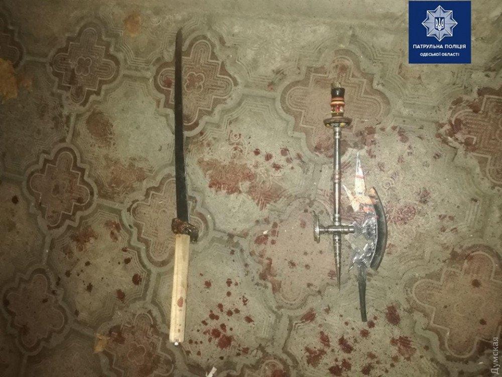 Нетрезвый охранник одесского санатория топором и мечом отбился от хулиганов