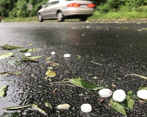 Выпал град размером с яйцо: Днепр атаковала мощная непогода