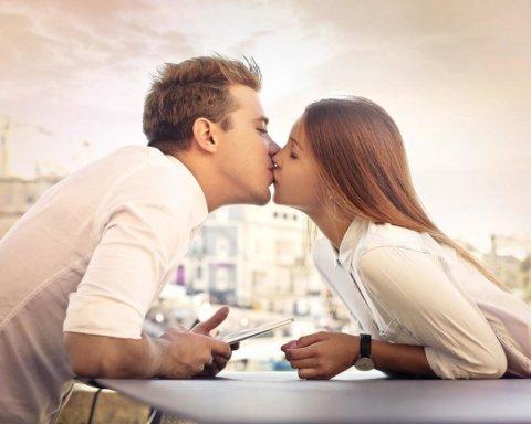 Вірусологи розповіли, яким чином поцілунки можуть нашкодити здоров'ю