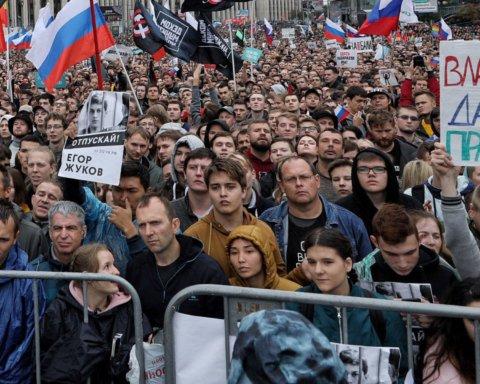 """Держдума РФ вважає масові протести в Москві результатом """"іноземного впливу"""""""