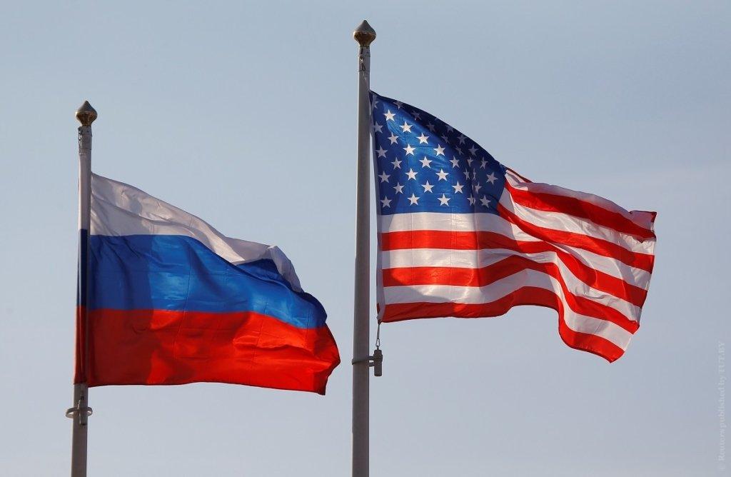 Массово высылают дипломатов: США ввели новые санкции против России