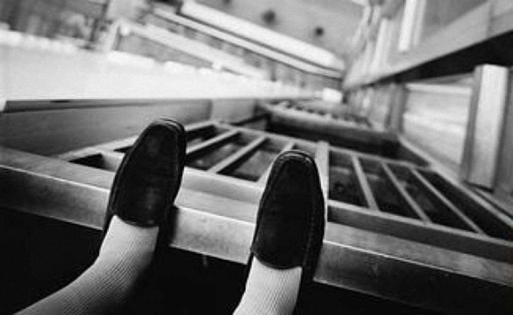 Чоловік вистрибнув з вікна висотки у Києві: трагічні подробиці