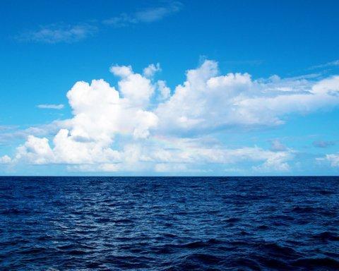 На Херсонщині дівчину віднесло у відкрите море на надувному матраці