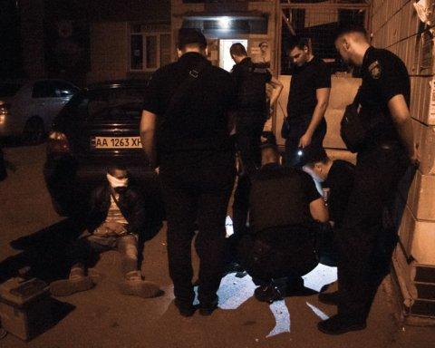 У Києві в офісі депутата грабіжникові прострелили обличчя
