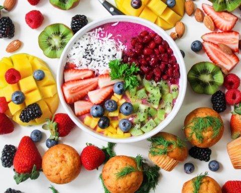 Диетолог назвала продукты, которые не позволят набрать вес зимой