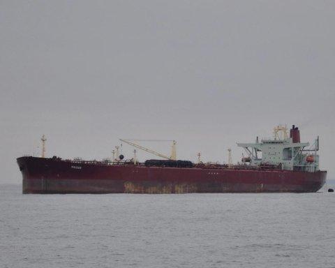 На танкере в Черном море погибли два украинских моряка: появились подробности