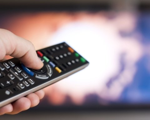 Санкции против телеканалов 112, NewsOne, ZIK поддержала половина украинцев: опрос