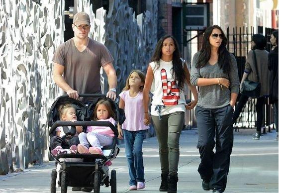 Теперь знаем, сколько у него детей: Мэтт Дэймон набил тату с именами жены и дочерей