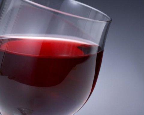 Бокал вина в день: ученые рассказали о новом способе похудения