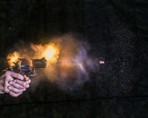 Под Днепром обстреляли авто с людьми: момент атаки попал на видео