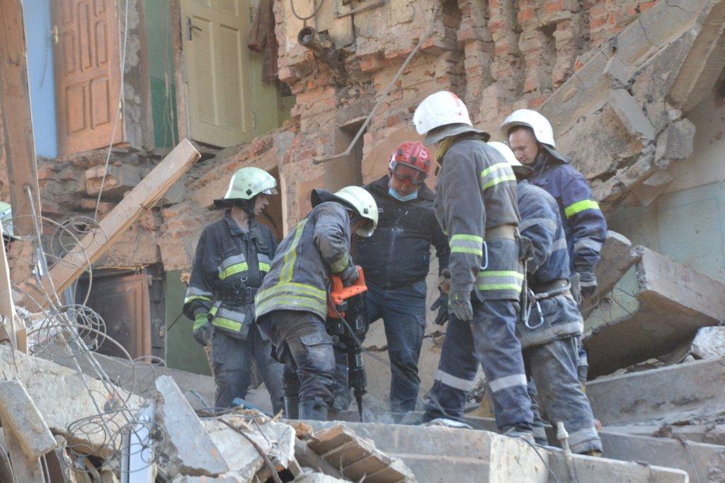 Взрыв в Дрогобыче: мальчик позвонил из-под завалов и попросил о помощи