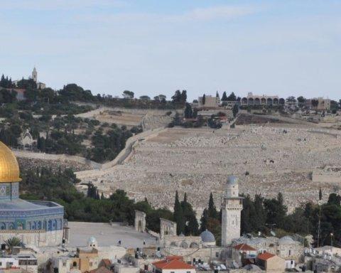 Масові заворушення в Єрусалимі: в поліцію полетіло каміння, а у відповідь – сльозогінний газ